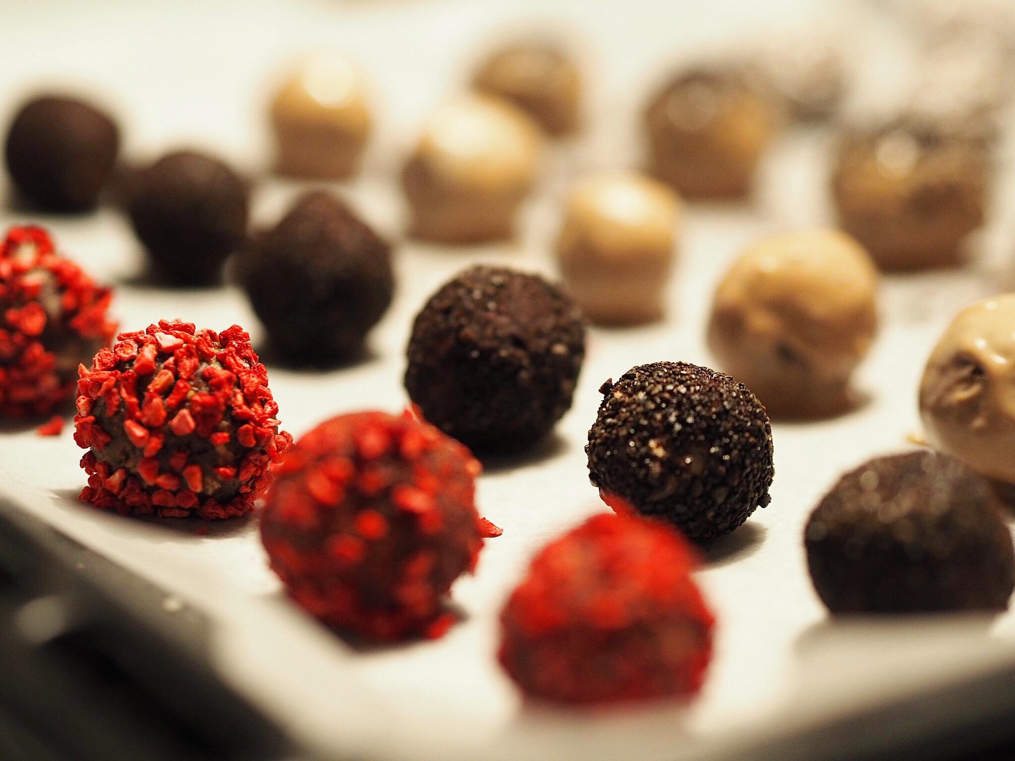 Dadelkugler Snack Sundhed Sund Sundere Konfekt Lakrids Chokolade Opskrift Blog Inspiration Søde Lækre