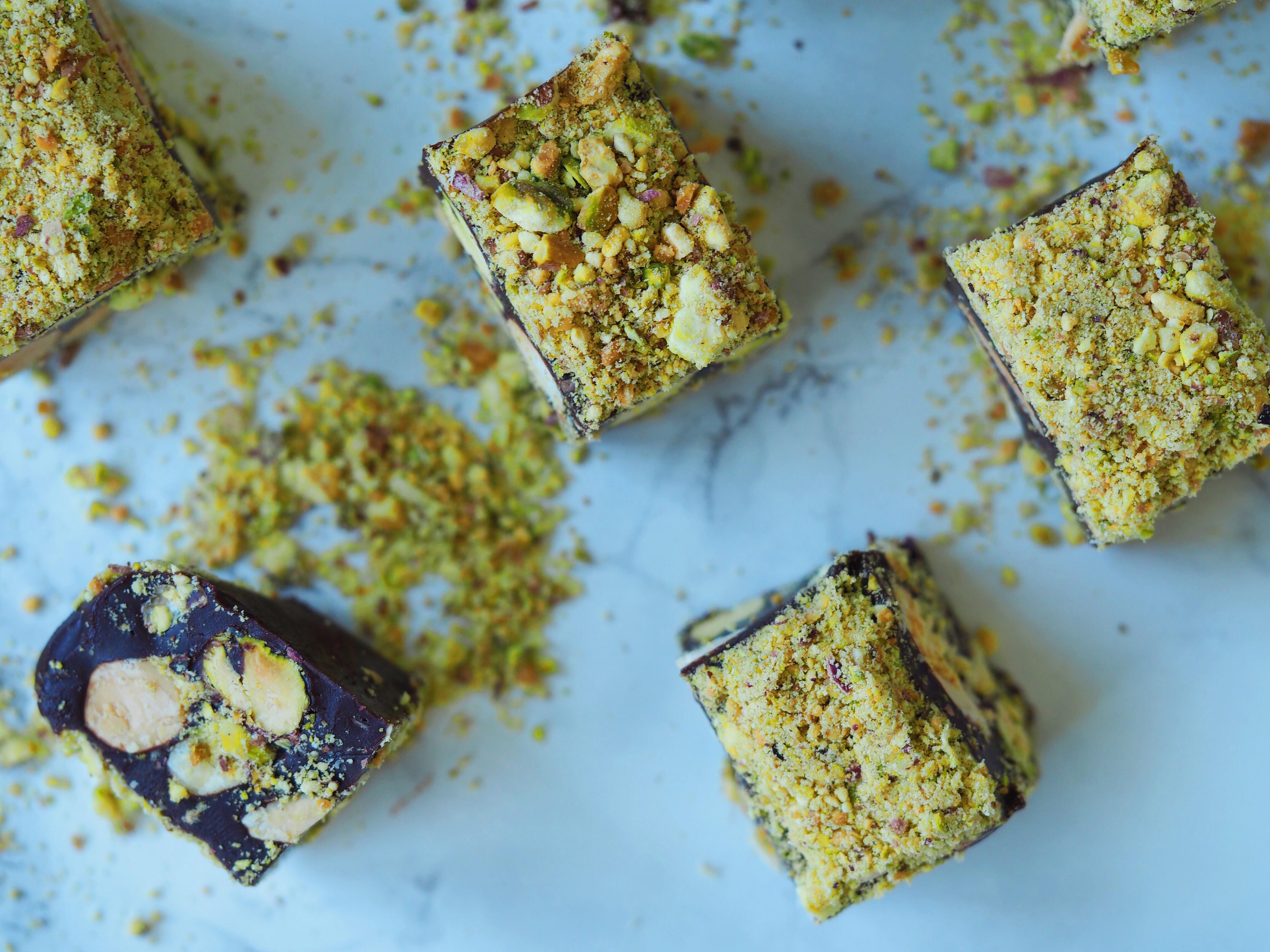 Pistacie Chokolade Karameller Nødder Mandler Sundhedsforbedret Sunde Sundere Lækre Snaskede Klistrede Bløde Søde Saltede Opskrift Blog Lækre Sundere