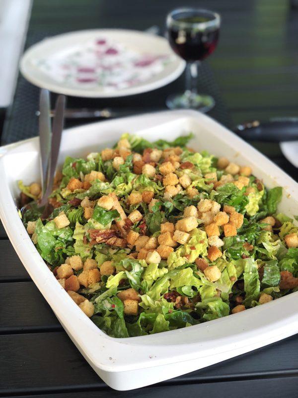 Cæsar salat Sommer Salat Aftensmad Frokost Madblog Madblogger Madinspiration Mad Hjertesalat Bacon Kylling Hjemmelavet Dressing