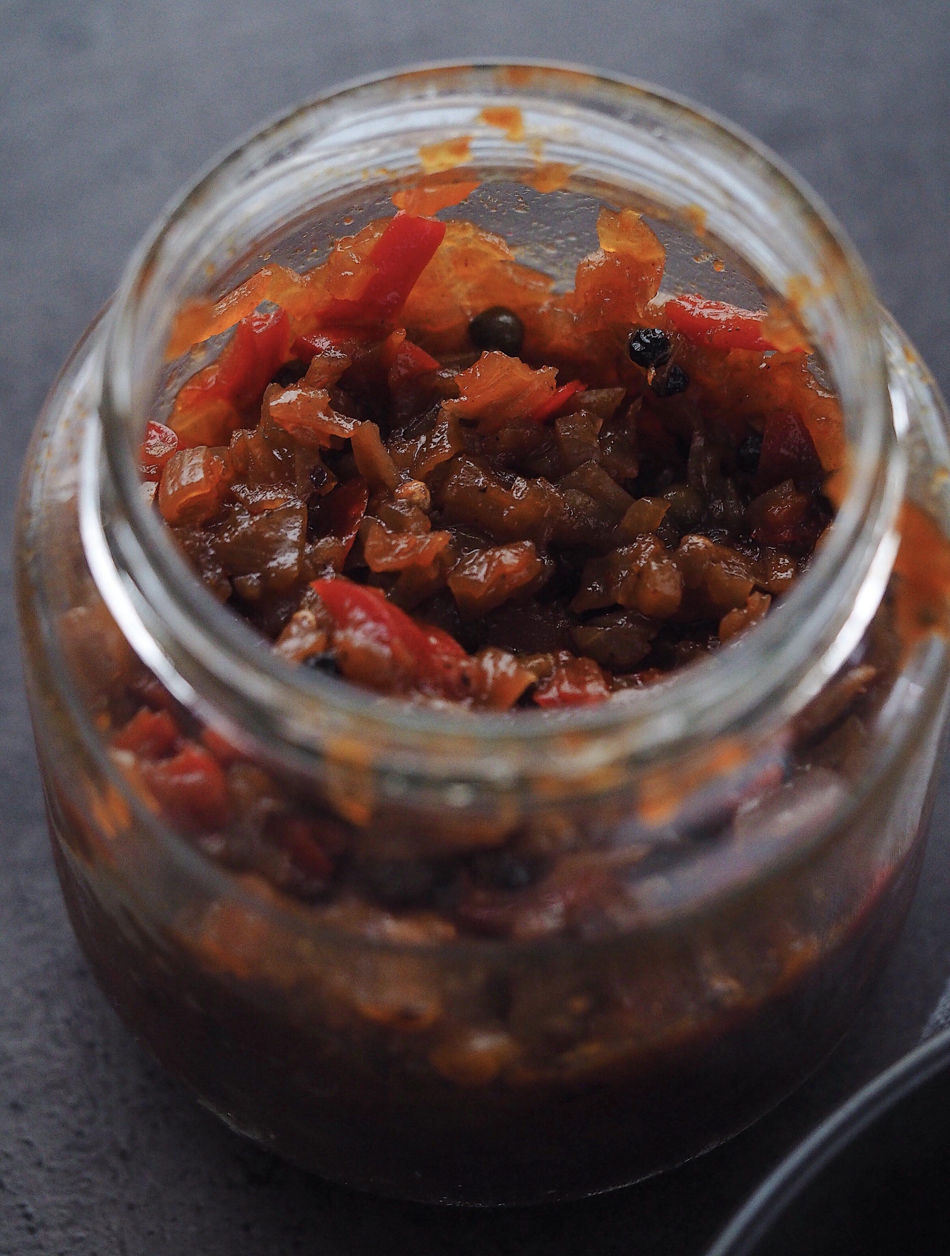 Peberfrugte chutney med løg