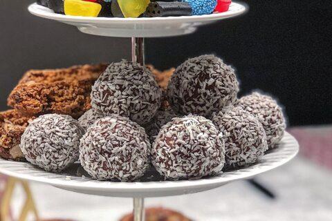 Hjemmelavede romkugler med kokos