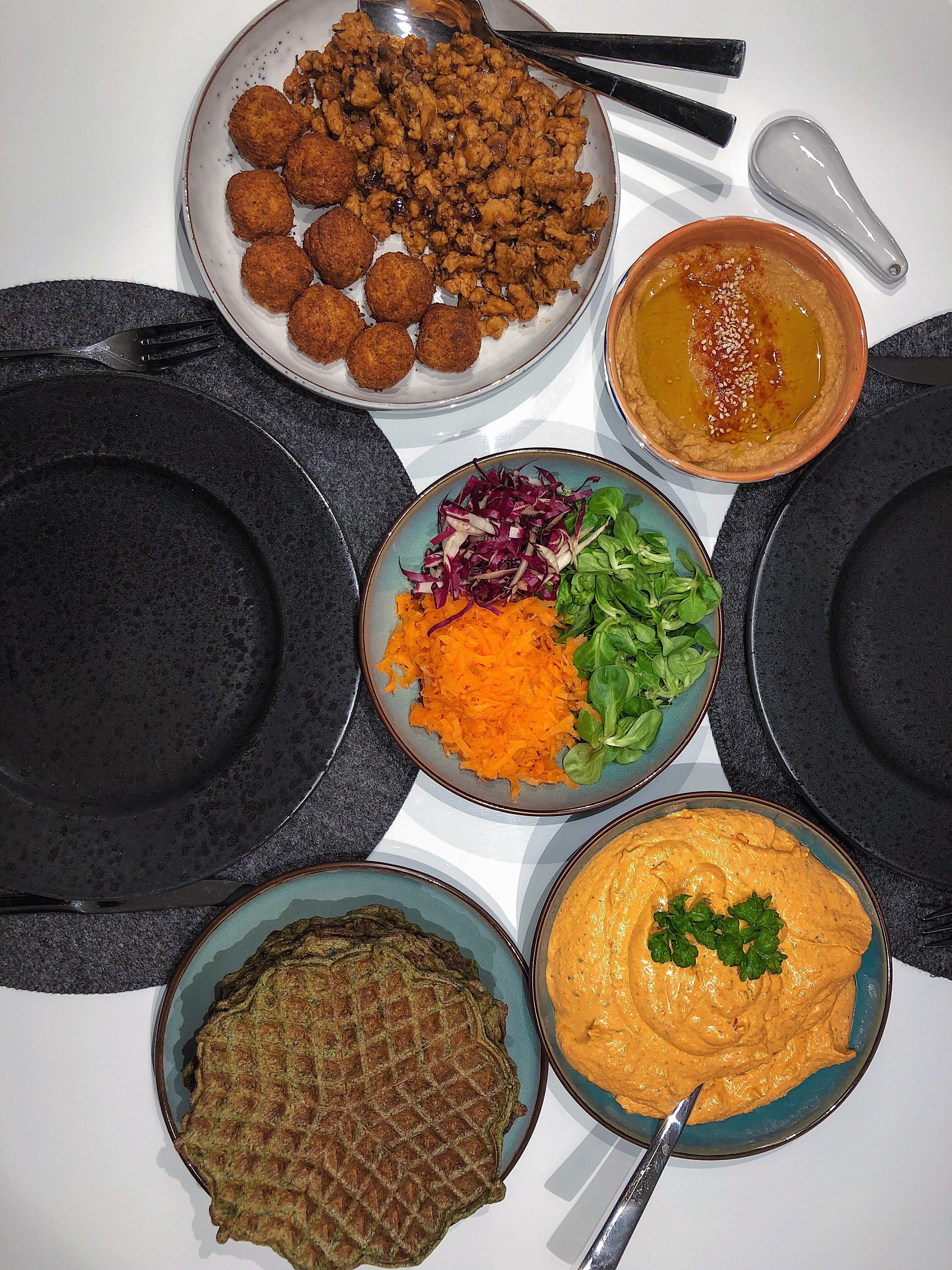 Heydari, Tyrkisk dip, Bagte peberfrugter, Dyppelse, Vafler, Grøntsager, Aftensmad, Sund mad, Nem mad, Mad inspiration, Grøntsagsvafler