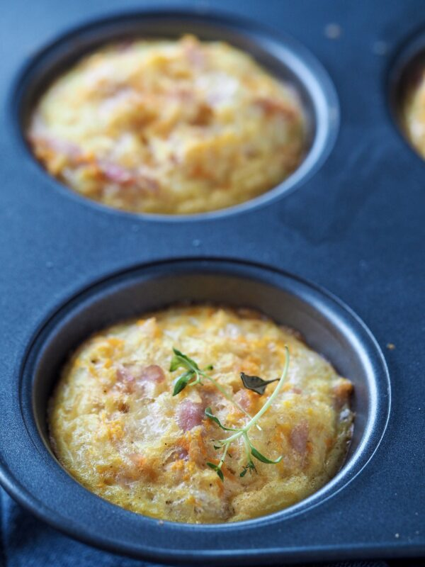 Æggemuffins med skinke og kartoffel