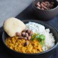 Dahl, Indisk linsegryde serveret med hjemmelavet brød og tzatziki
