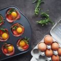 Simple æggemuffins med serranoskinke og frisk rosmarin