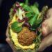 Vafler med spinat og broccoli toppet med lækker tyrkisk haydari dip